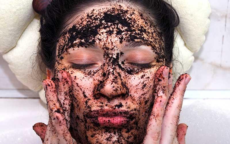 Kaffeesatz als Hautpeeling