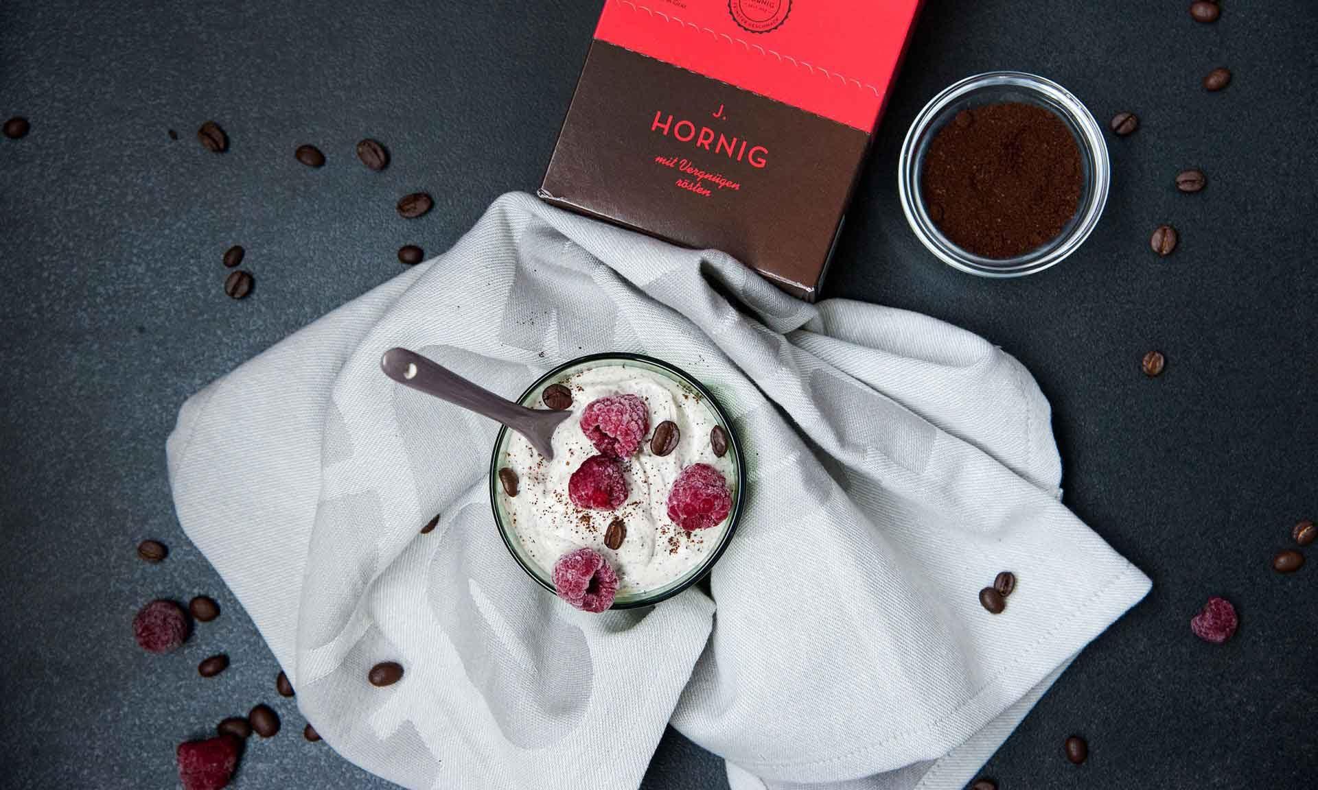 Kaffee-Joghurt mit Himbeeren | J. Hornig