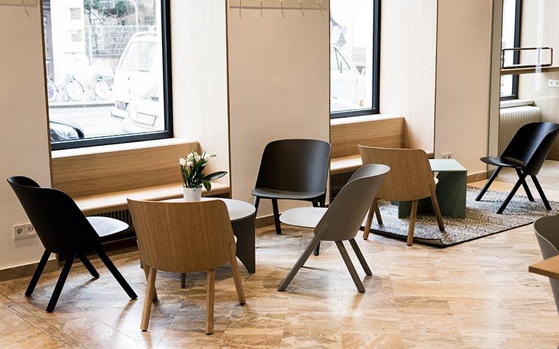 Moderne Möbel in der J. Hornig Kaffeebar