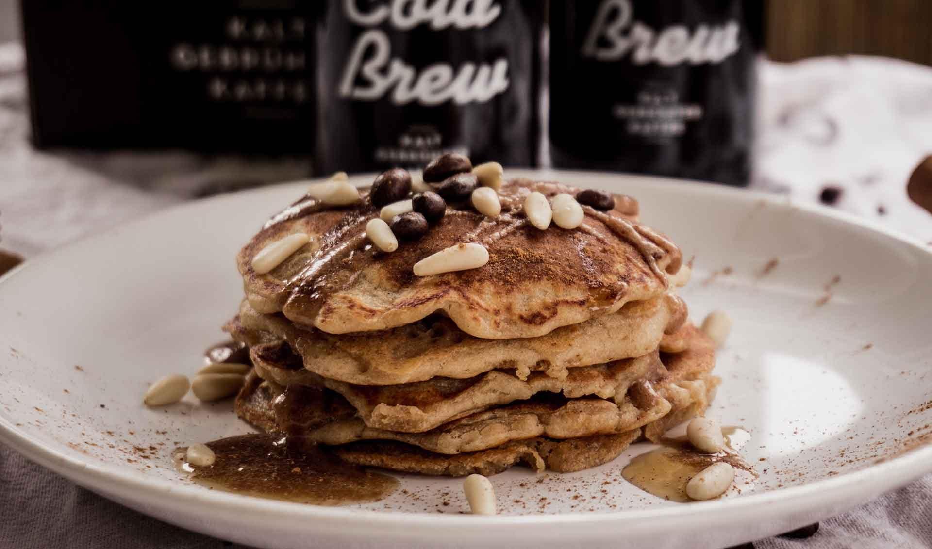 Rezept: Vegane Pancakes mit Cold Brew Topping | Blog | J. Hornig